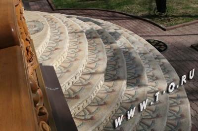 Мозаичная плитка из натурального камня.  Крыльцо из мозаики.