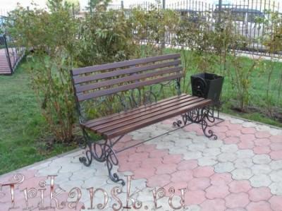 Мы производим на заказ кованые лавочки и скамейки с ковкой любых размеров и сложности.