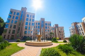 «Камелия» – это красивейший жилой комплекс, расположенный на самом берегу черноморского побережья! Даже самым требовательным и искушенным ценителям, привыкшим к роскоши и комфорту проживание здесь точно придется по душе! Покупке элитных апартаментов/